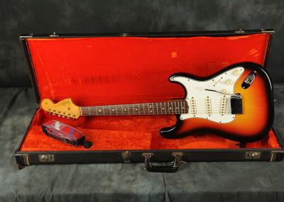 1966 Fender Stratocaster Sunburst (1)