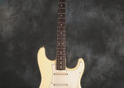 Fender Stratocaster 1971 Ow (1)