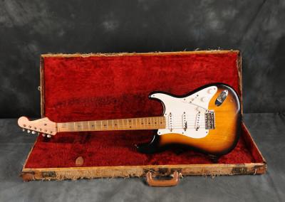 Fender Stratocaster 1954 sunburst 2 toni