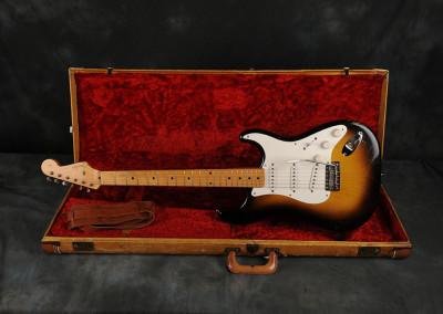 Fender Stratocaster 1956 sunburst 2 toni