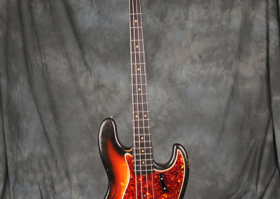 Fender Bass 1965 October Sunburst (1)
