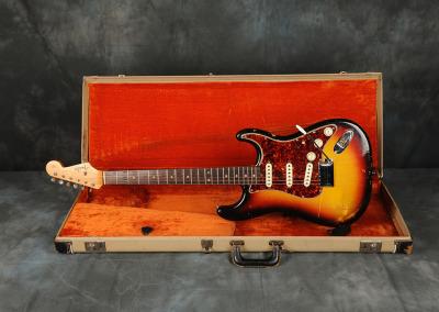 1964 Fender Stratocaster Sunburst (1)