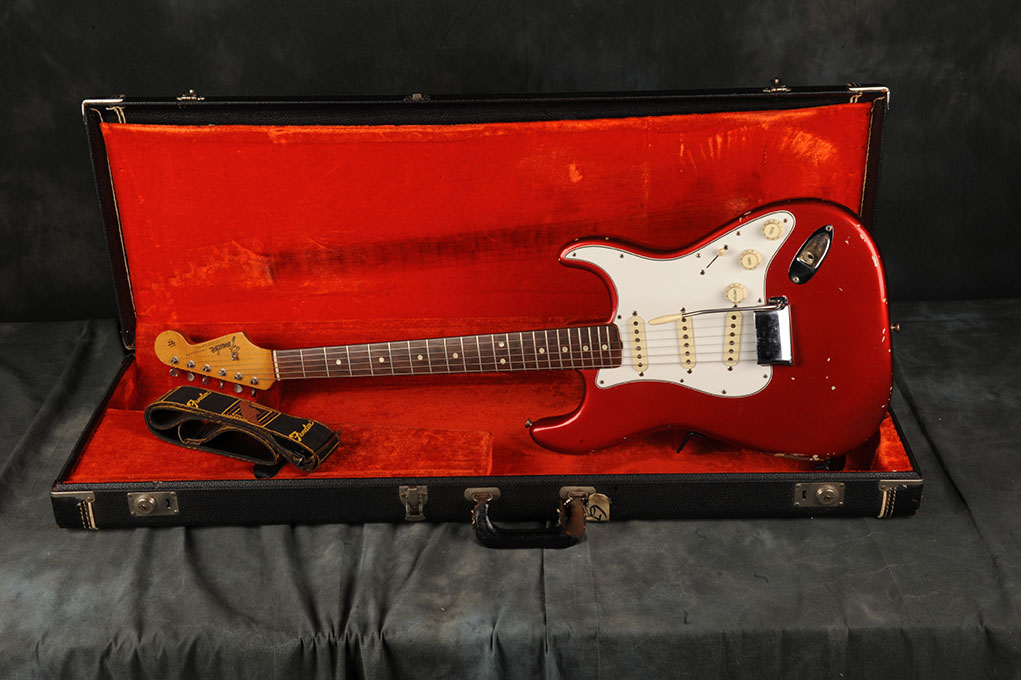 1965 Fender Stratocaster Candy Apple Red (1)