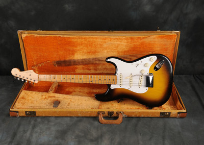 1957 Fender Stratocaster Sunburst 2 toni